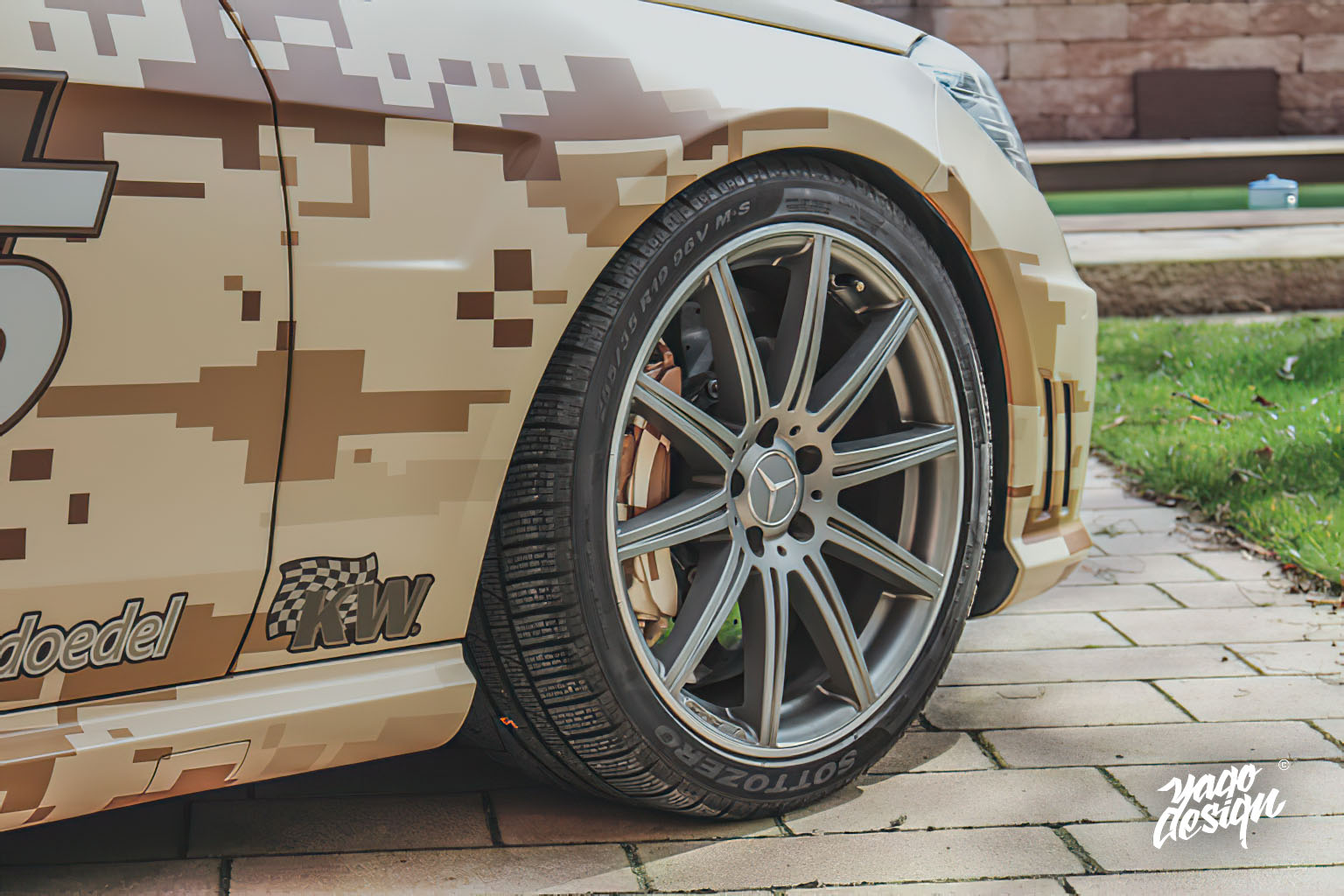 Mercedes-Benz-E63-AMG-PixelCamo-by-Yagodesign-1